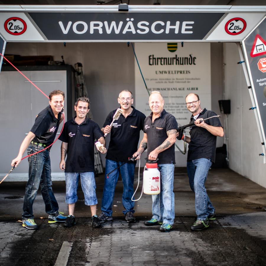 Das Team der Waschstraße